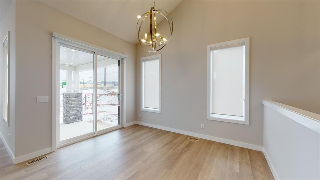 Photo 16: Photos: 38 Crestridge Bay SW in Calgary: Crestmont Row/Townhouse for sale : MLS®# A1073636