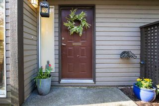 """Photo 5: 8202 FOREST GROVE Drive in Burnaby: Forest Hills BN Townhouse for sale in """"TH E HENLEY ESTATE"""" (Burnaby North)  : MLS®# R2565427"""