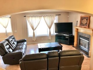 Photo 5: 403 Cresthaven Place SW in Calgary: Crestmont Detached for sale : MLS®# A1132554