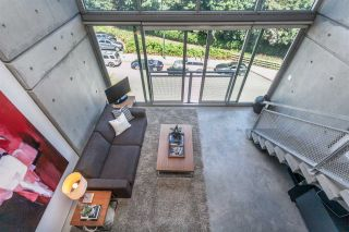 """Photo 8: 512 1540 W 2ND Avenue in Vancouver: False Creek Condo for sale in """"WATERFALL BUILDING BY ARTHER ERI"""" (Vancouver West)  : MLS®# R2186544"""
