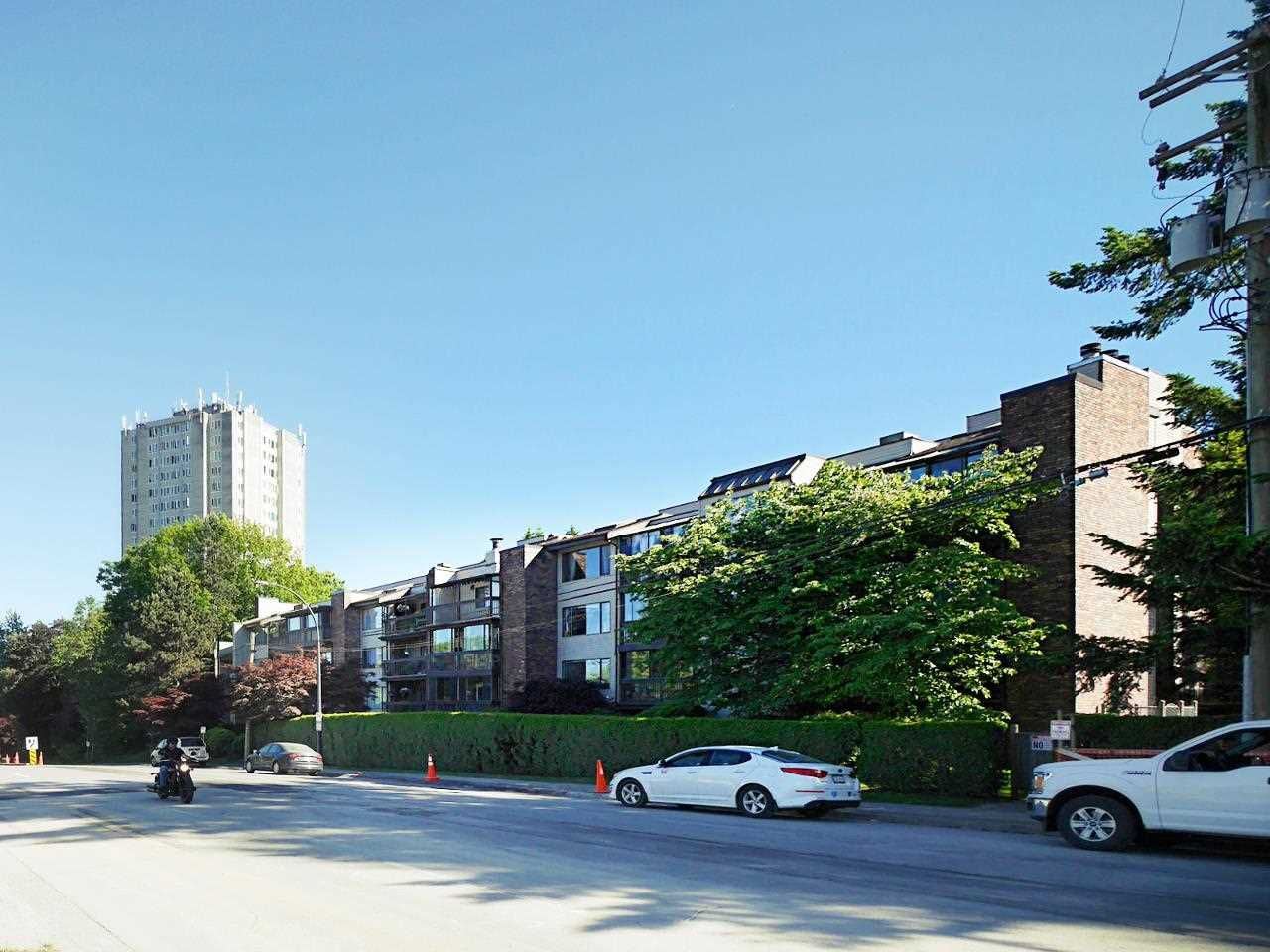 """Main Photo: 402 13316 OLD YALE Road in Surrey: Whalley Condo for sale in """"YALE HOUSE"""" (North Surrey)  : MLS®# R2589377"""