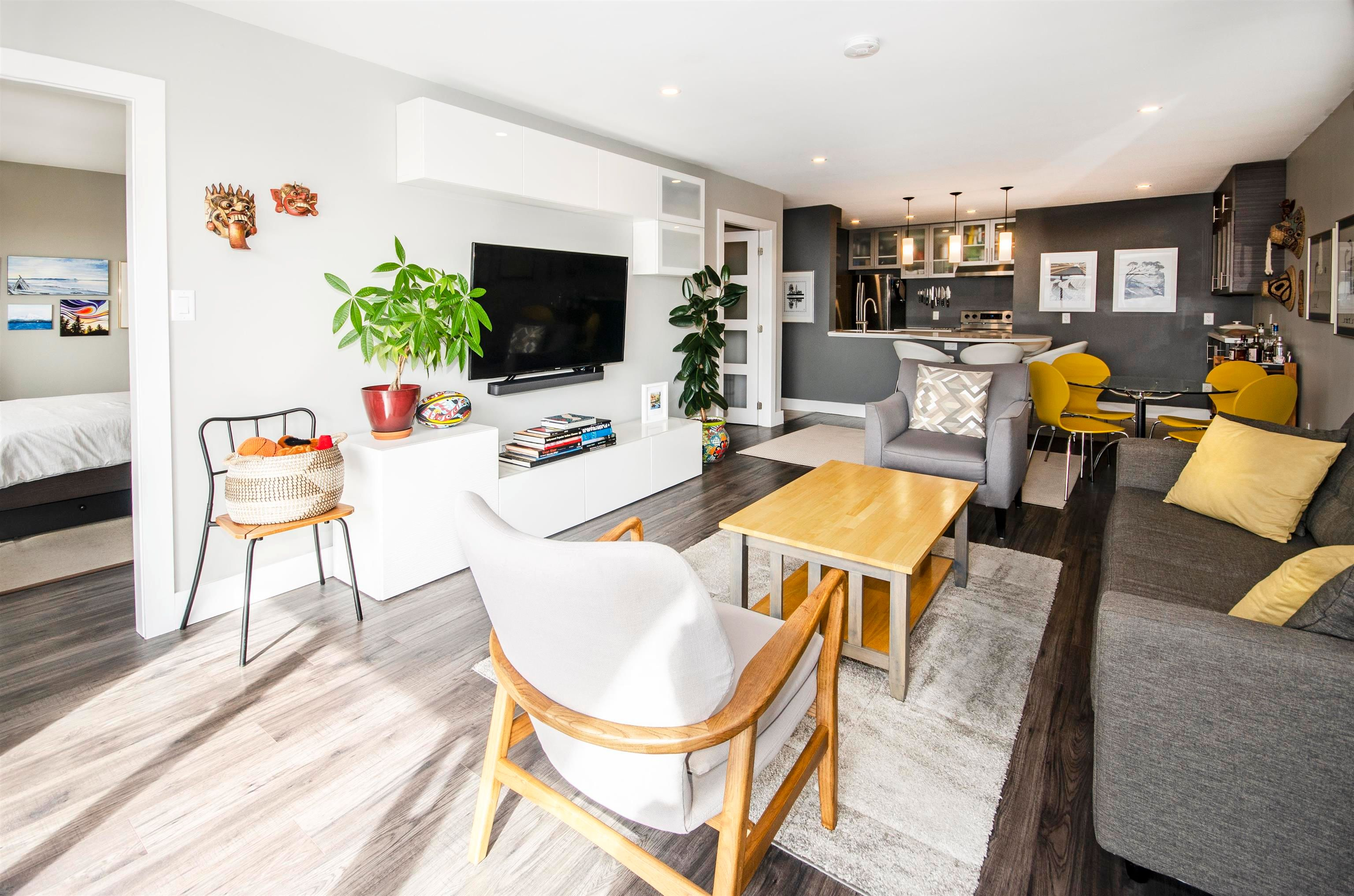 """Main Photo: 206 175 E 5TH Street in North Vancouver: Lower Lonsdale Condo for sale in """"Wellington Manor"""" : MLS®# R2624759"""