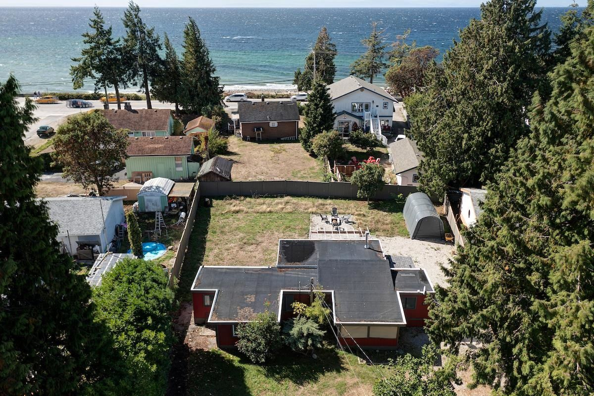 Main Photo: 4673 WHITAKER Road in Sechelt: Sechelt District Manufactured Home for sale (Sunshine Coast)  : MLS®# R2617779