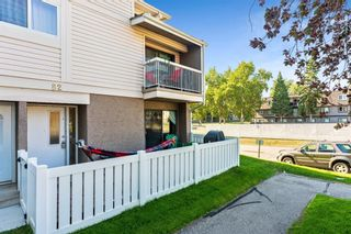 Main Photo: 82 3015 51 Street SW in Calgary: Glenbrook Row/Townhouse for sale : MLS®# A1121272