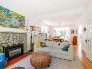 """Photo 10: 3878 W 15TH Avenue in Vancouver: Point Grey House for sale in """"Point Grey"""" (Vancouver West)  : MLS®# R2625394"""