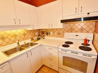 """Photo 7: 107 925 W 15TH Avenue in Vancouver: Fairview VW Condo for sale in """"THE EMPEROR"""" (Vancouver West)  : MLS®# R2094546"""