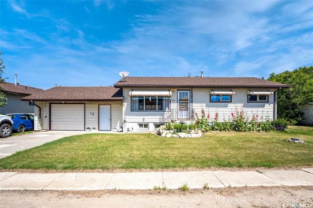 Main Photo: 314 4th Street South in Wakaw: Residential for sale : MLS®# SK862748