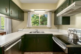 "Photo 15: 2556 THE BOULEVARD in Squamish: Garibaldi Highlands House for sale in ""Garibaldi Highlands"" : MLS®# R2487286"
