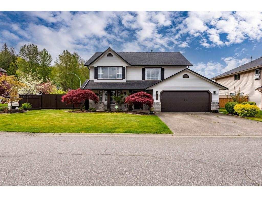 Main Photo: 35492 CALGARY Avenue in Abbotsford: Abbotsford East House for sale : MLS®# R2572903