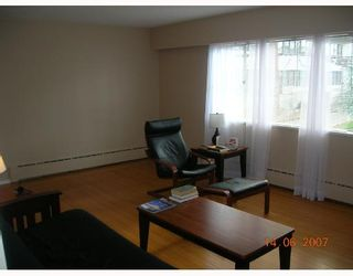 Photo 2: 8 1420 CHESTERFIELD Avenue in North_Vancouver: Central Lonsdale Condo for sale (North Vancouver)  : MLS®# V654049