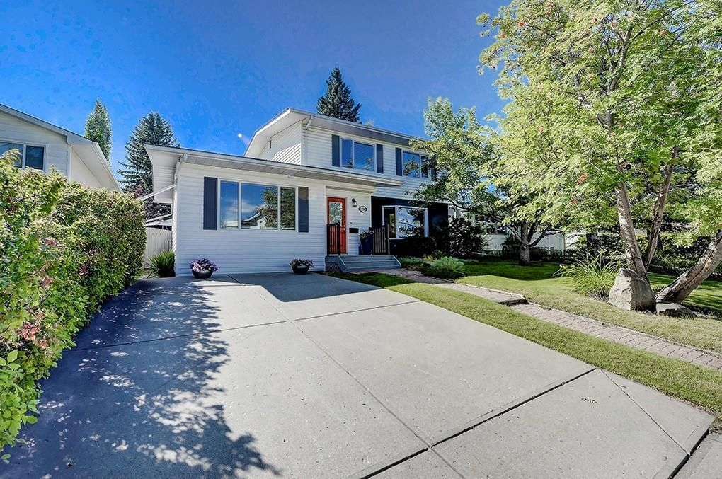 Main Photo: 2956 LATHOM Crescent SW in Calgary: Lakeview Detached for sale : MLS®# C4263838