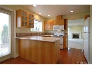 Photo 4: 8 4383 Torquay Dr in VICTORIA: SE Gordon Head Row/Townhouse for sale (Saanich East)  : MLS®# 417367