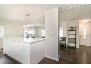 """Photo 19: 251 1840 160 Street in Surrey: King George Corridor Manufactured Home for sale in """"BREAKAWAY BAYS"""" (South Surrey White Rock)  : MLS®# R2574472"""