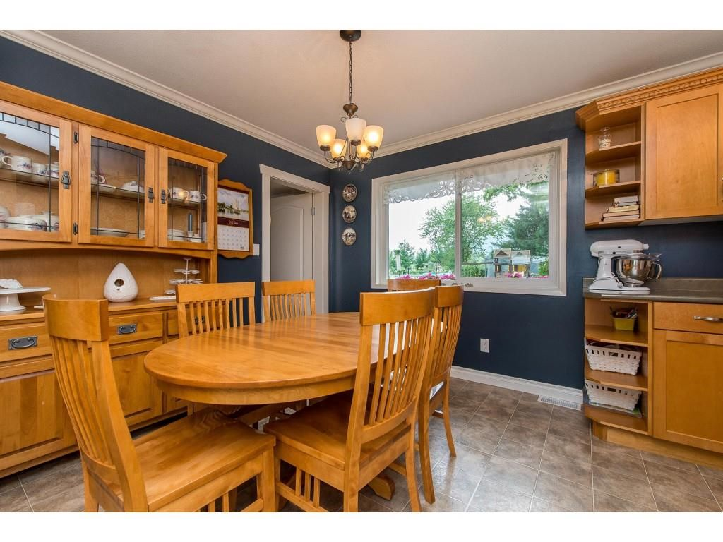 Photo 6: Photos: 6209 HOLLY Road: Agassiz House for sale : MLS®# R2388475