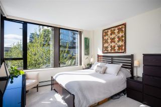 """Photo 15: 403 151 W 2ND Street in North Vancouver: Lower Lonsdale Condo for sale in """"SKY"""" : MLS®# R2389638"""