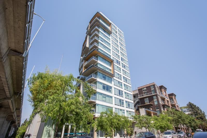 """Main Photo: 1005 1565 W 6TH Avenue in Vancouver: False Creek Condo for sale in """"6th & Fir"""" (Vancouver West)  : MLS®# R2598385"""