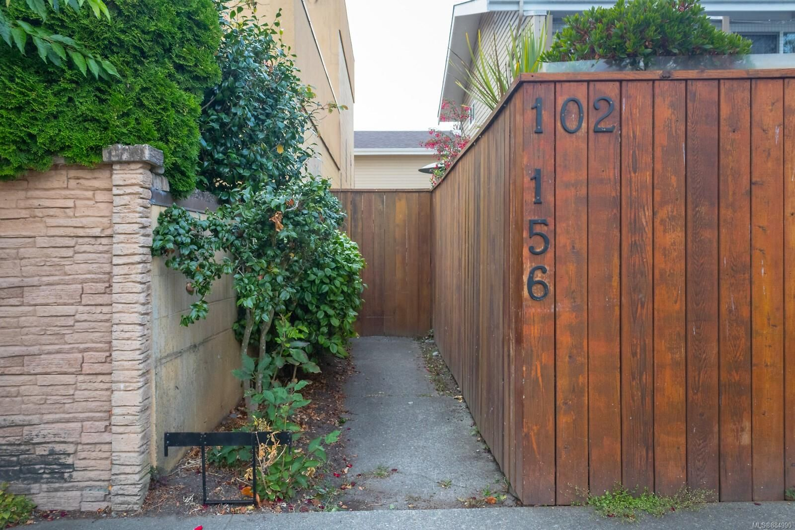 Main Photo: 102 156 St. Lawrence St in : Vi James Bay Row/Townhouse for sale (Victoria)  : MLS®# 884990