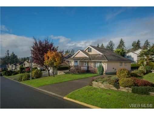 Main Photo: 2318 Francis View Dr in VICTORIA: VR View Royal House for sale (View Royal)  : MLS®# 686679