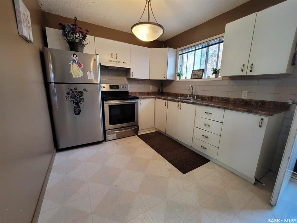 Main Photo: 2219B Coy Avenue in Saskatoon: Exhibition Residential for sale : MLS®# SK837391