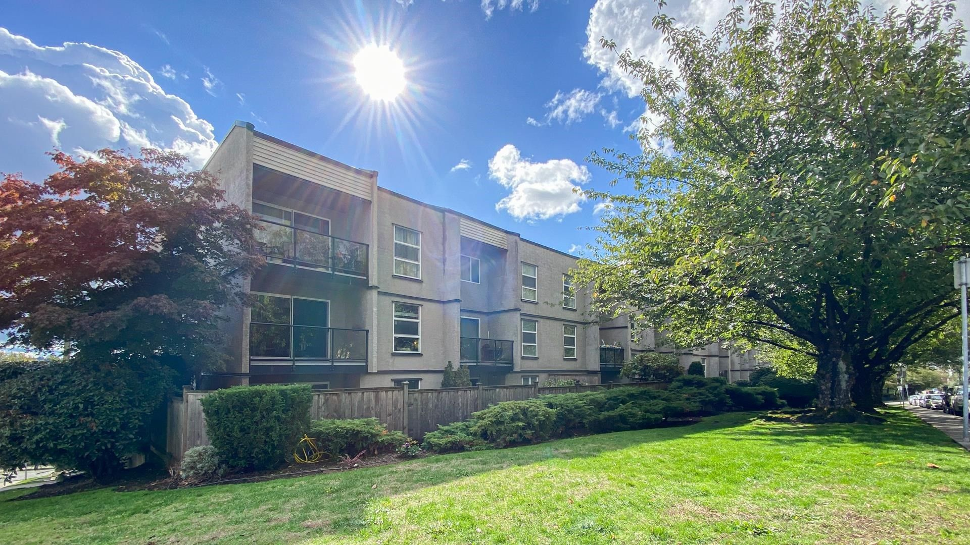 """Main Photo: 216 312 CARNARVON Street in New Westminster: Downtown NW Condo for sale in """"CARNARVON TERRACE"""" : MLS®# R2624457"""