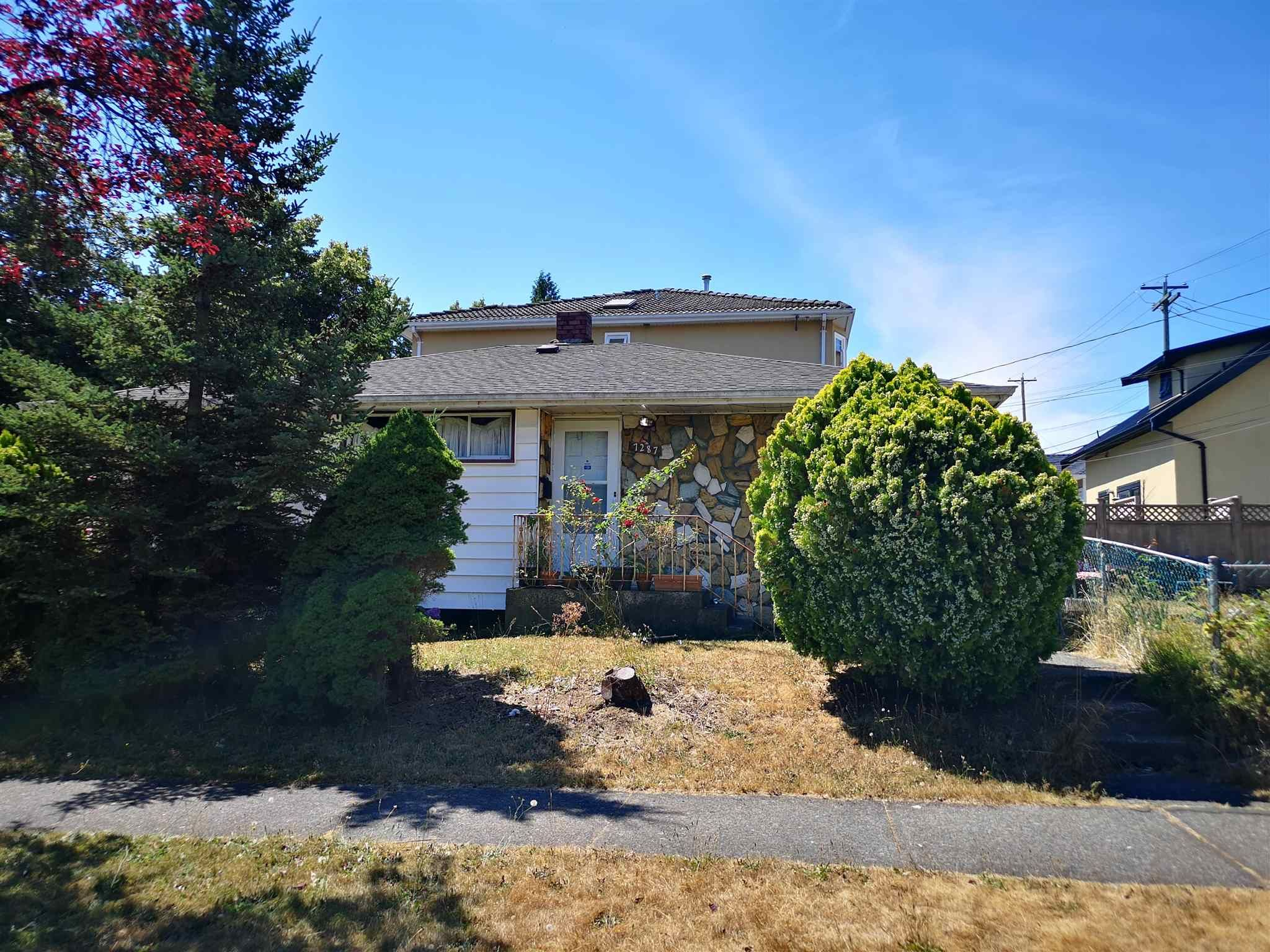 Main Photo: 7287 BERKELEY Street in Vancouver: Fraserview VE House for sale (Vancouver East)  : MLS®# R2607555