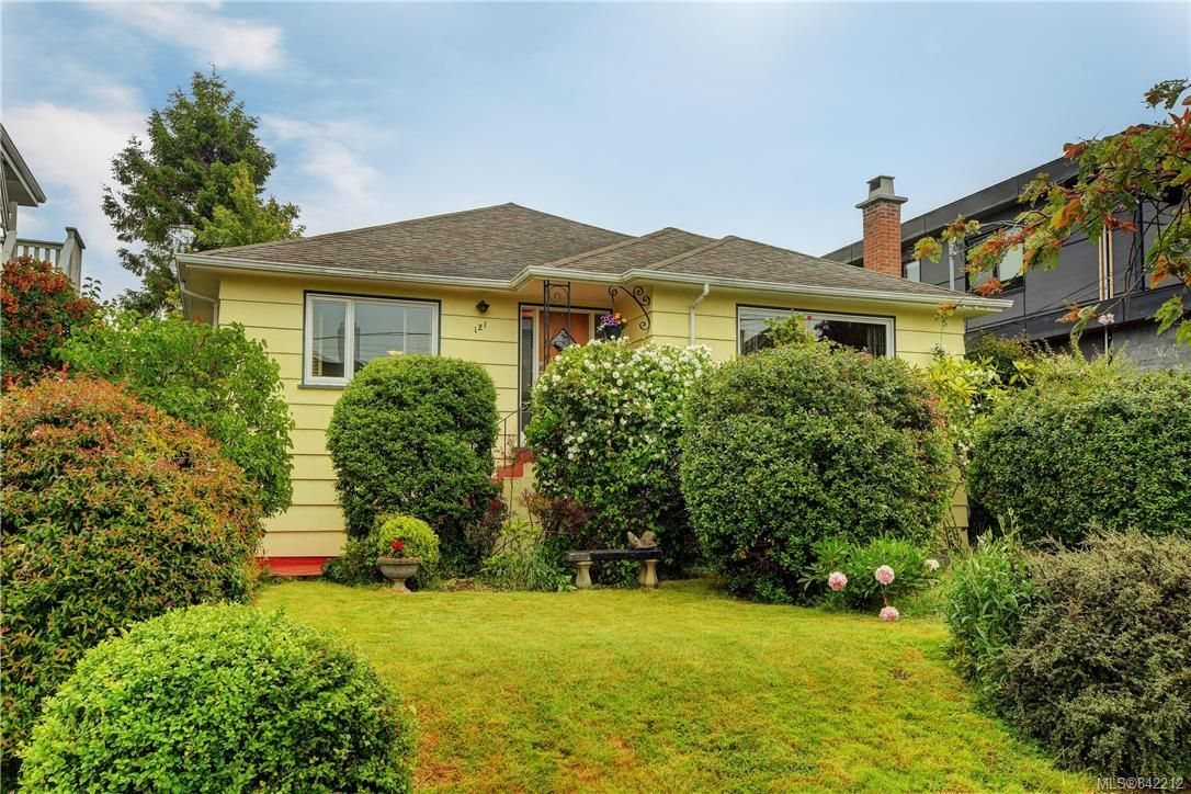 Main Photo: 121 Howe St in Victoria: Vi Fairfield West House for sale : MLS®# 842212