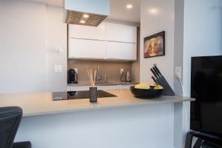 """Photo 14: 402 1250 BURNABY Street in Vancouver: West End VW Condo for sale in """"The Horizon"""" (Vancouver West)  : MLS®# R2529902"""