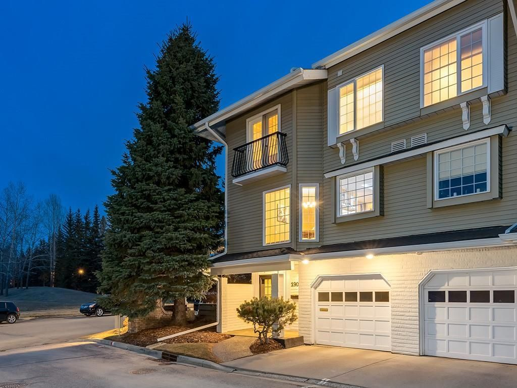 Main Photo: 190 3437 42 Street NW in Calgary: Varsity Row/Townhouse for sale : MLS®# C4288793