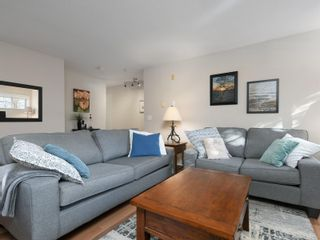 Photo 4: 208 1371 Hillside Ave in : Vi Oaklands Condo for sale (Victoria)  : MLS®# 870353
