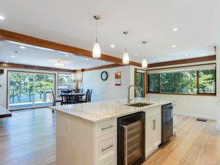 Photo 14: 1032/1034 Lands End Rd in North Saanich: NS Lands End House for sale : MLS®# 883150