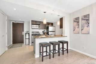 """Photo 4: 2506 688 ABBOTT Street in Vancouver: Downtown VW Condo for sale in """"THE FIRENZE II"""" (Vancouver West)  : MLS®# R2427192"""