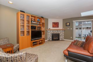 """Photo 9: 6167 W BOUNDARY Drive in Surrey: Panorama Ridge Townhouse for sale in """"LAKEWOOD GARDENS IN BOUNDARY PARK"""" : MLS®# R2133410"""