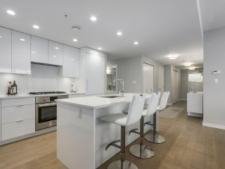 """Photo 7: 910 2888 CAMBIE Street in Vancouver: Fairview VW Condo for sale in """"The Spot"""" (Vancouver West)  : MLS®# R2343734"""