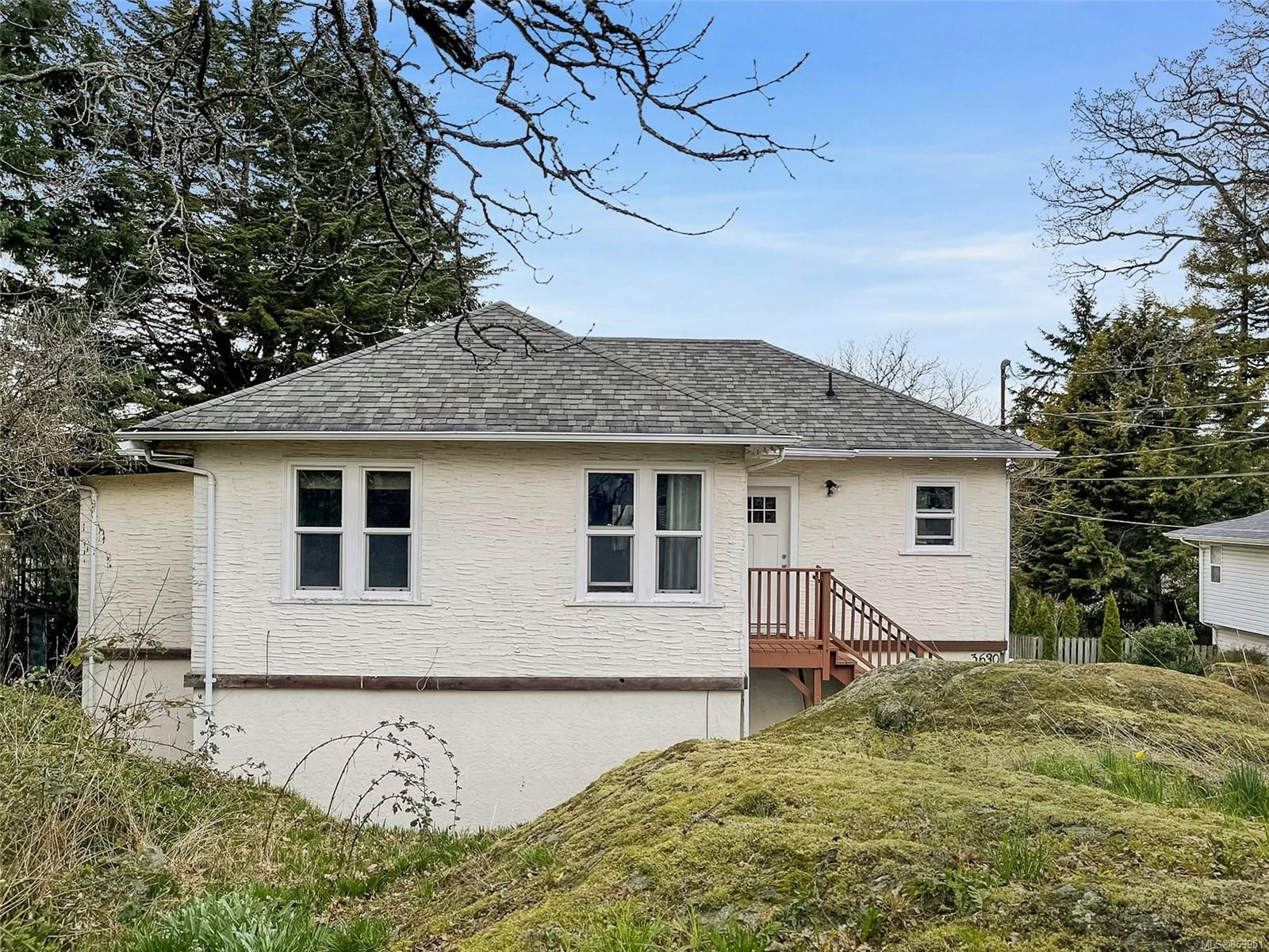 Main Photo: 3630 Craigmillar Ave in : SE Maplewood House for sale (Saanich East)  : MLS®# 869951