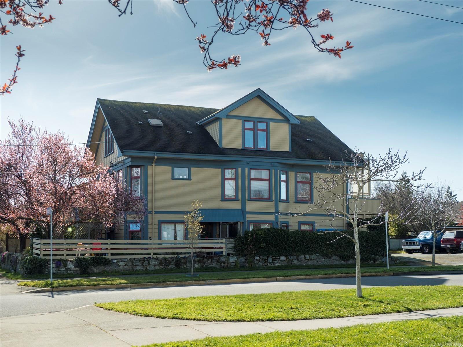 Main Photo: 101 Ontario St in : Vi James Bay Multi Family for sale (Victoria)  : MLS®# 870902