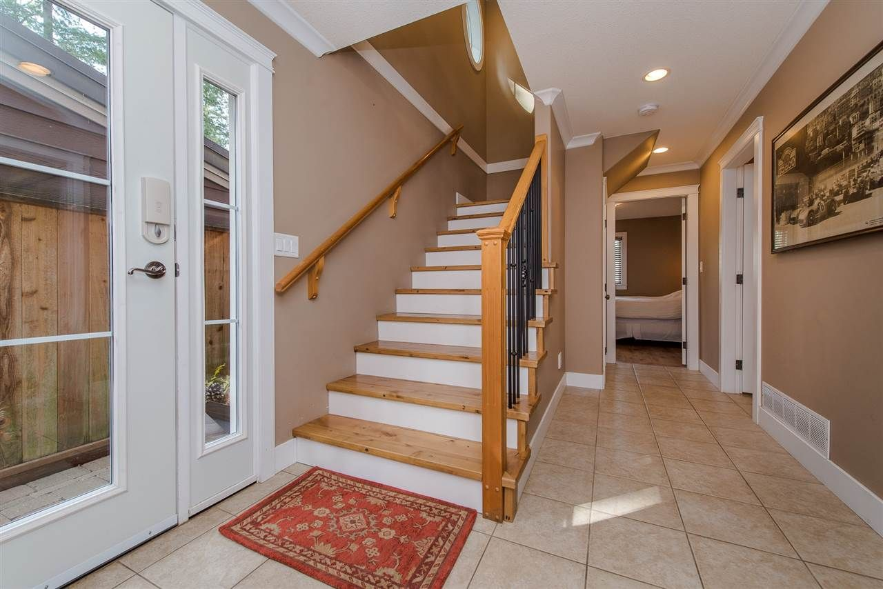 "Photo 5: Photos: 416 MAPLE Street: Cultus Lake House for sale in ""Cultus lake Park"" : MLS®# R2493541"