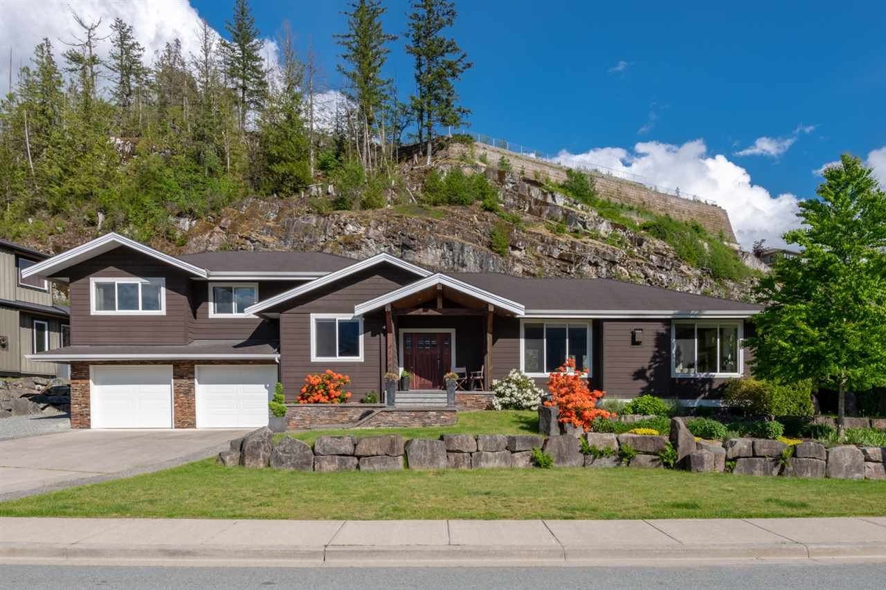 Main Photo: 41368 TANTALUS ROAD in Squamish: Tantalus House for sale : MLS®# R2456583
