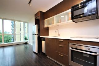 """Photo 4: 807 10777 UNIVERSITY Drive in Surrey: Whalley Condo for sale in """"City Point"""" (North Surrey)  : MLS®# R2593090"""