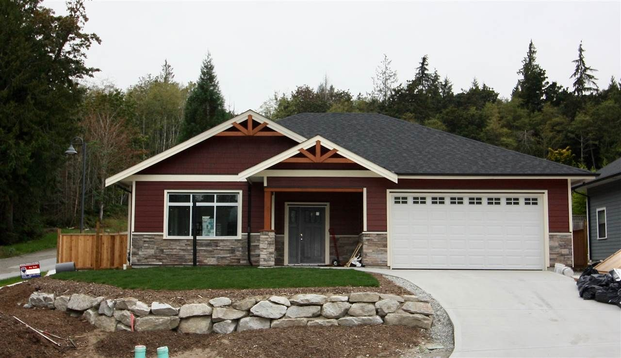 """Main Photo: 6065 ROSEWOOD Place in Sechelt: Sechelt District House for sale in """"THE WOODLANDS"""" (Sunshine Coast)  : MLS®# R2452597"""