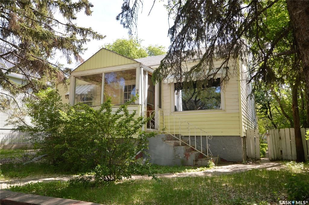 Main Photo: 1045 4th Avenue Northwest in Moose Jaw: Central MJ Residential for sale : MLS®# SK857267