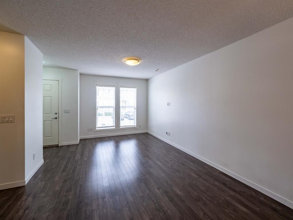 Photo 3: Photos: 544 Mckenzie Towne Close SE in Calgary: McKenzie Towne Row/Townhouse for sale : MLS®# A1128660