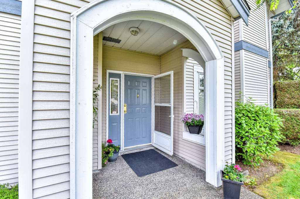 "Main Photo: 112 9072 FLEETWOOD Way in Surrey: Fleetwood Tynehead Townhouse for sale in ""Wynd Ridge"" : MLS®# R2071916"