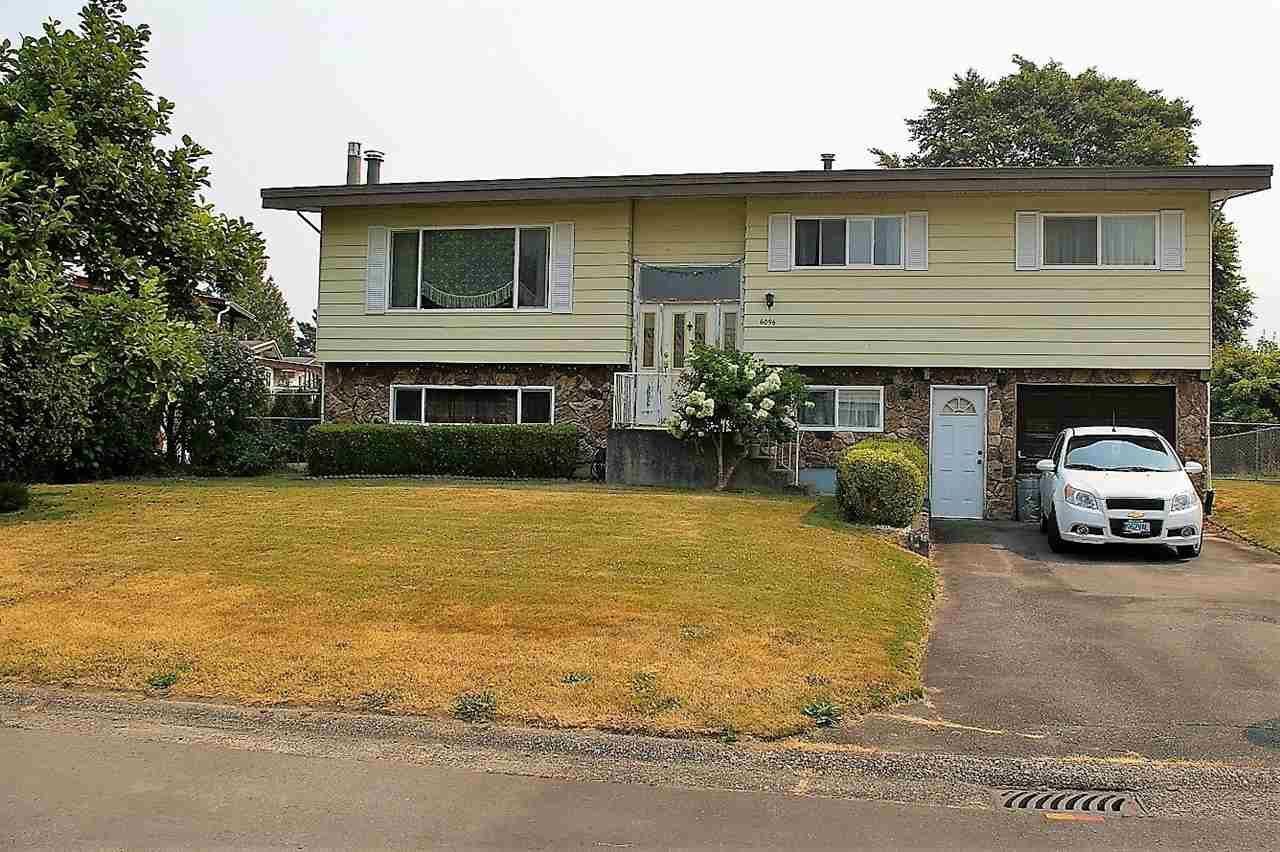 Main Photo: 6096 GLENROY Drive in Sardis: Sardis West Vedder Rd House for sale : MLS®# R2194623