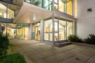 "Photo 7: 104 1717 BAYSHORE Drive in Vancouver: Coal Harbour Townhouse for sale in ""BAYSHORE GARDENS"" (Vancouver West)  : MLS®# R2432770"