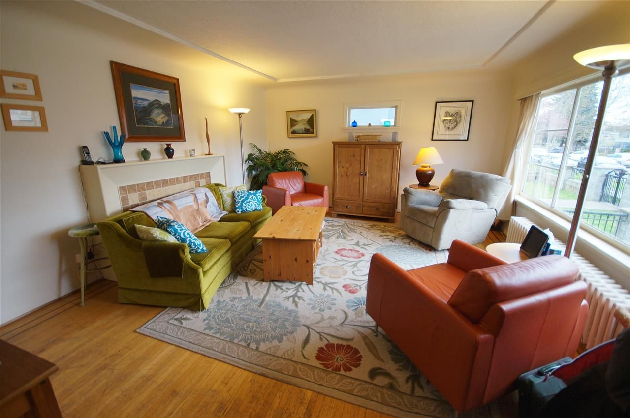 Photo 2: Photos: 2441 E 40TH AVENUE in Vancouver: Collingwood VE House for sale (Vancouver East)  : MLS®# R2051236