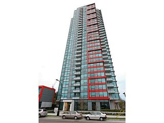 """Photo 1: 2207 6658 DOW Avenue in Burnaby: Metrotown Condo for sale in """"MODA"""" (Burnaby South)  : MLS®# V1101566"""