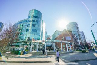 """Photo 23: 2102 4350 BERESFORD Street in Burnaby: Metrotown Condo for sale in """"CARLTON ON THE PARK"""" (Burnaby South)  : MLS®# R2584428"""