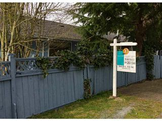 Photo 1: 2929 DUNSMUIR ROAD in South Surrey: Crescent Bch Ocean Pk. House for sale (South Surrey White Rock)  : MLS®# F1438375
