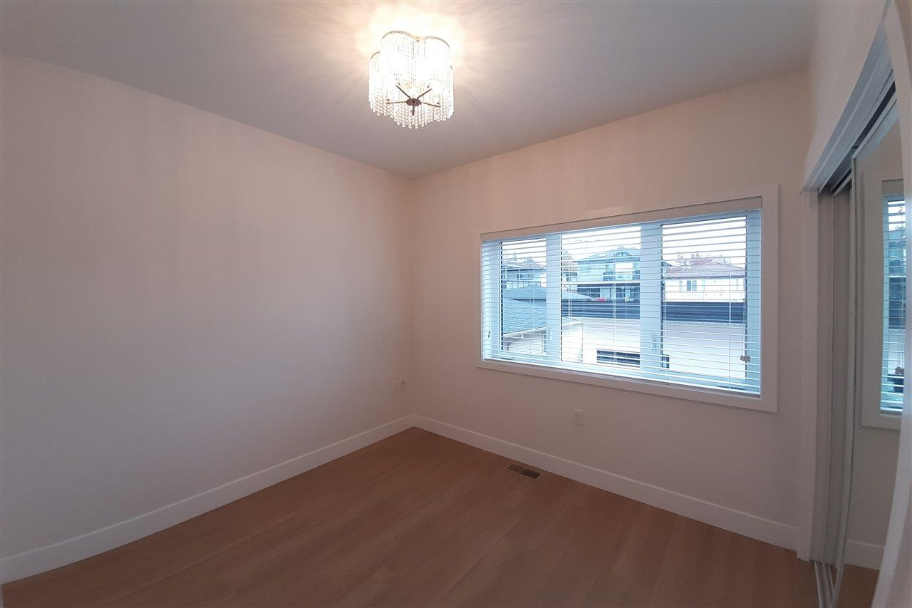 Photo 12: Photos: 8076 FRASER Street in Vancouver: South Vancouver 1/2 Duplex for sale (Vancouver East)  : MLS®# R2416831