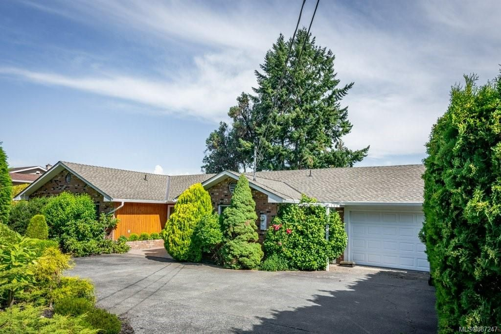 Main Photo: 8068 Southwind Dr in : Na Upper Lantzville House for sale (Nanaimo)  : MLS®# 887247